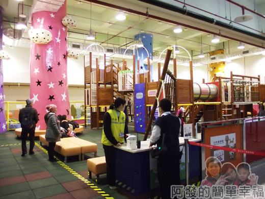 兒童新樂園31-室內遊戲區II-滑梯區.jpg