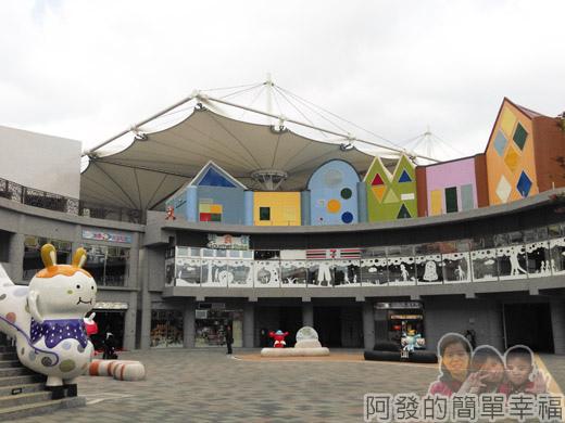 兒童新樂園33-遊客服務中心廣場.jpg