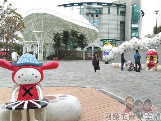 兒童新樂園34-遊客服務中心廣場-幸福寶寶與大嘴巴.jpg