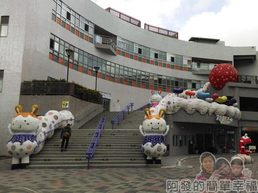 兒童新樂園35-遊客服務中心廣場-胖胖龍.jpg