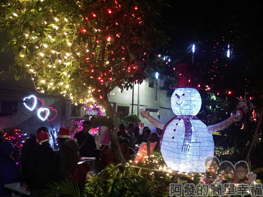 吉慶里聖誕巷09-71巷15弄口雪人燈飾