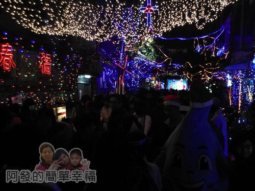 吉慶里聖誕巷23-71巷15弄入口人潮滿滿