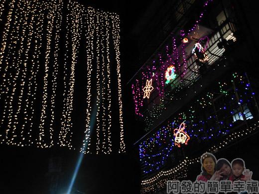 吉慶里聖誕巷35-公寓樓上住戶也有參與