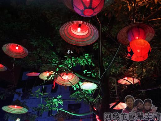 福興里聖誕公園03-樹上的斗笠