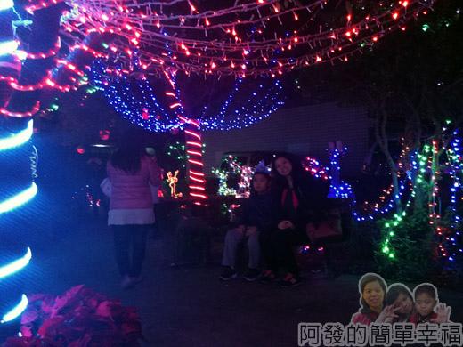 福興里聖誕公園10-坐在公園內很有歡樂氣息