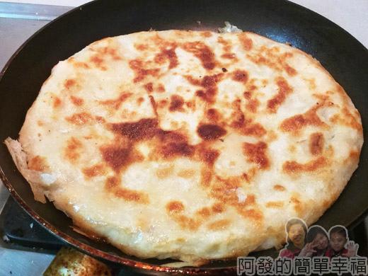 月亮蝦餅09-表面煎至金黃香酥