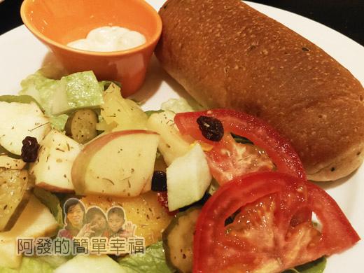 米妲咖啡10-米妲套餐-水果沙拉n手工麵包特寫