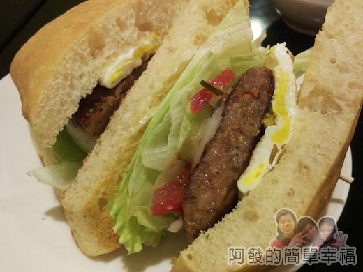米妲咖啡16-米妲漢堡(豬肉-拖鞋)-剖面