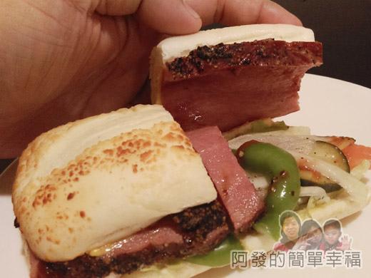 米妲咖啡21-黑胡椒牛肉堡(起士軟法)-內餡