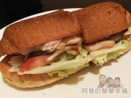 米妲咖啡23-百里香燻雞(手工麵包)-完整外觀