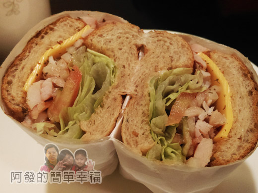米妲咖啡22-百里香燻雞(手工麵包)-剖面