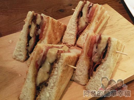 小廚房創意早午餐17-全麥三明治-黑貓先生三明治