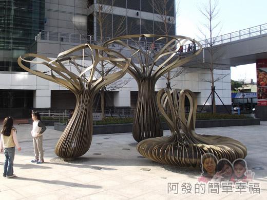 幾米吹泡泡裝置展06-戶外廣場上的香菇外觀裝置設計.jpg