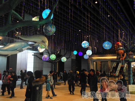 幾米吹泡泡裝置展20-許多美麗的泡泡星球n海豚穿梭其中.jpg