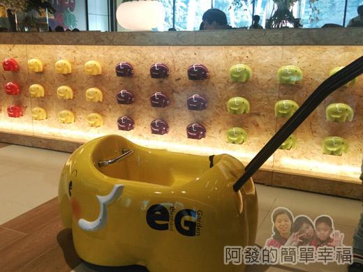 幾米吹泡泡裝置展32-B2棟3F親子樂園-象園咖啡-小象娃娃推車.jpg