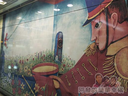 幾米吹泡泡裝置展34-捷運南港站-牆上的幾米繪圖II.jpg