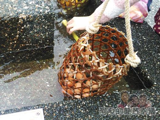宜蘭大同清水地熱28-剛煮好的食物放到冷卻水槽中浸泡一下.jpg