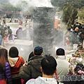 宜蘭大同清水地熱38-煮食池前總是滿滿的人.jpg