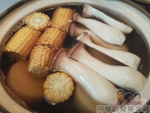 日式關東煮08-放入玉米等耐煮食材