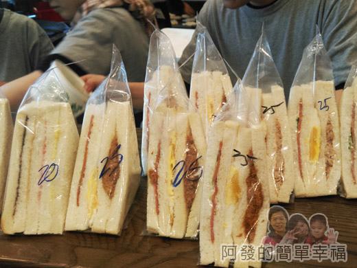 牛角坡早餐08-櫃檯上的三明治