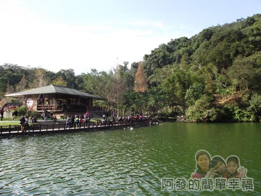 長埤湖風景區11-湖旁步道回看咖啡館