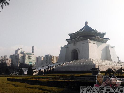中正紀念堂梅景01-外觀