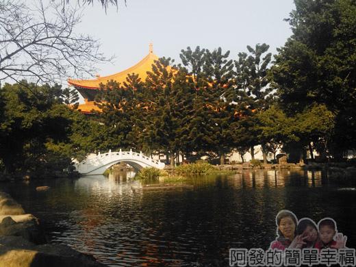 中正紀念堂梅景02-雲漢池