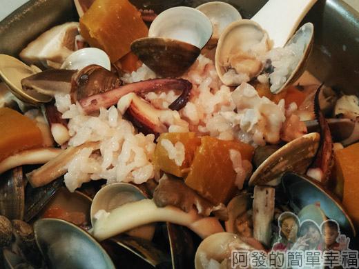 鮮奶南瓜海鮮焗燉飯04-燉好模樣