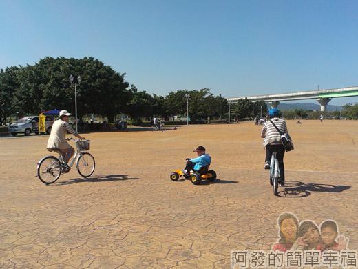 大臺北都會公園II03-疏洪親水公園-二重租借站廣場.jpg