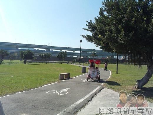 大臺北都會公園II04-疏洪親水公園-腳踏車道.jpg