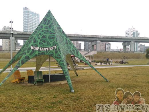 大臺北都會公園II27-幸福水漾公園-帳蓬造型涼亭.jpg