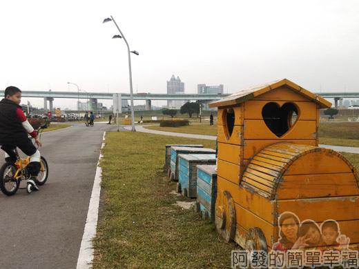 大臺北都會公園II35-幸福水漾公園-木製造型小火車.jpg