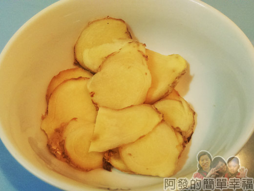 麻油雞麵線-市場小吃風味版02-薑切薄片