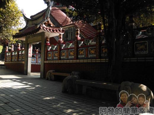 壽山巖觀音寺12-動物造型石椅