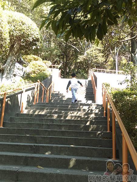 壽山巖觀音寺13-通往壽山嚴公園階梯