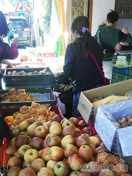 角板山-水果行02-攤上的水果