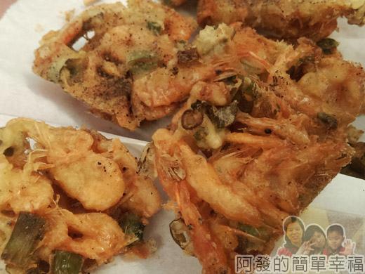 角板山-角板山平價小吃04-炸溪蝦餅特寫