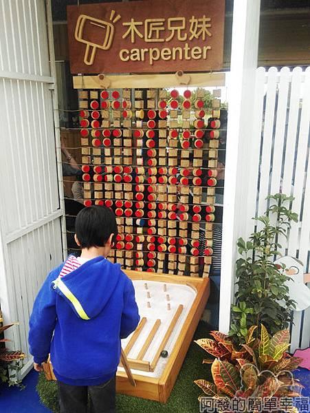 木匠兄妹04-入口處木製彈珠檯
