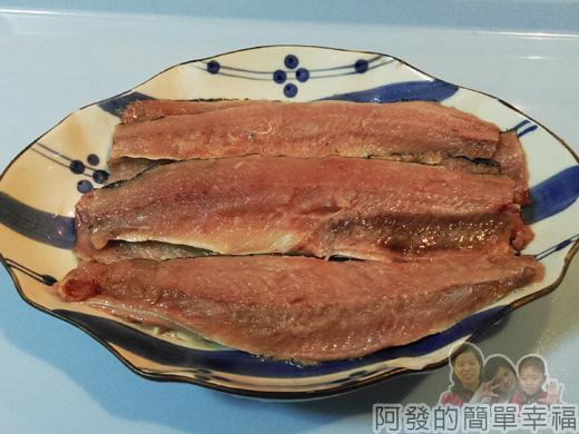 清蒸檸檬秋刀魚捲02-片秋刀魚