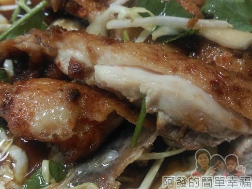 泰便宜南洋小吃13-椒麻雞與醬汁