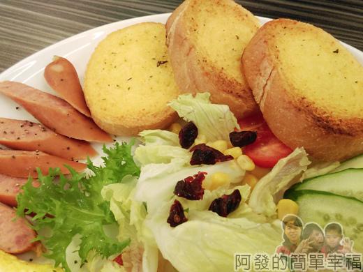 亞米洛複合式早午餐22-法式香蒜_火腿_德式香腸_起司蛋捲_生菜沙拉