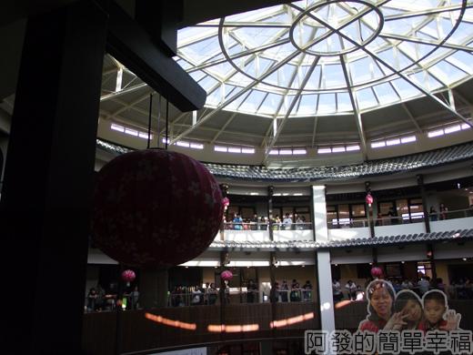 客家圓樓18-2F-圓樓內部的建築設計融合傳統與現代