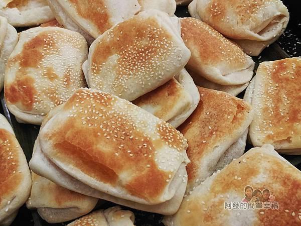 熊記燒餅油條專賣店09-剛出爐的燒餅