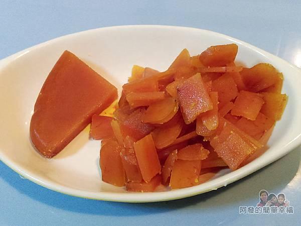 烏魚子炒飯03-烏魚子切小片塊狀