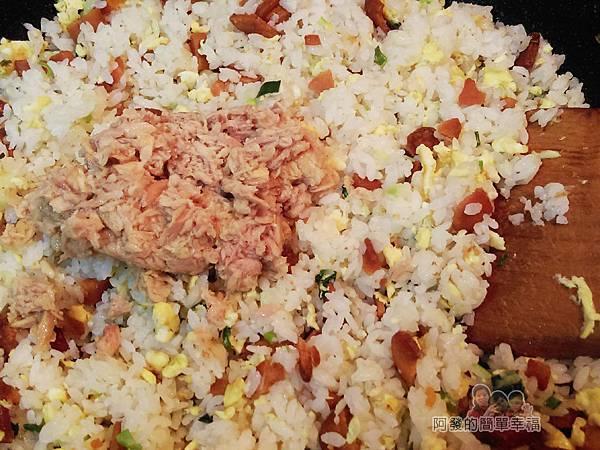 烏魚子炒飯10-下海底雞拌炒