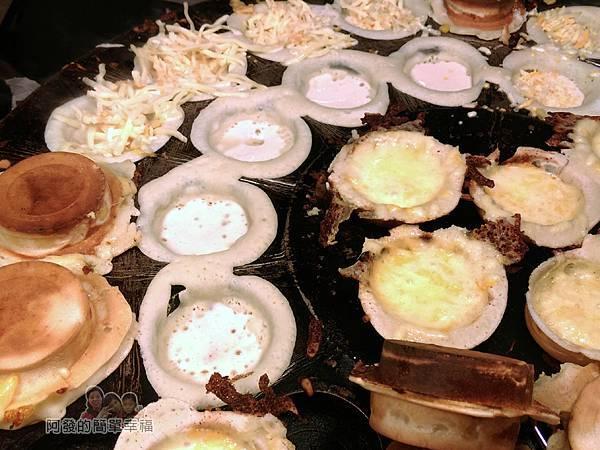 胡家醬爆車輪餅02-烤盤上的車輪餅