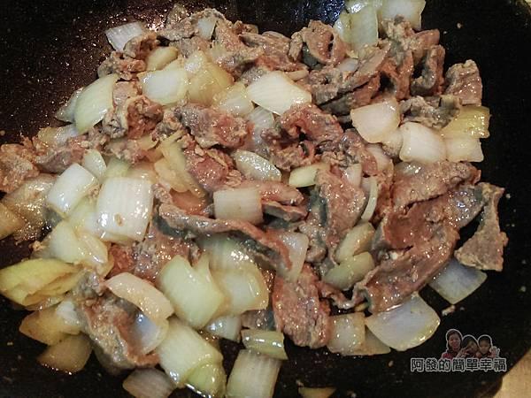 洋蔥辣炒牛肉片08-下牛肉片