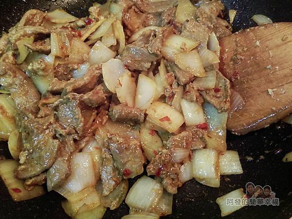 洋蔥辣炒牛肉片09-下醬汁