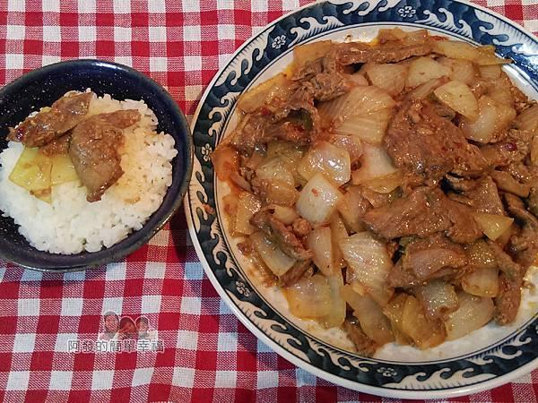 洋蔥辣炒牛肉片12-搭上白飯