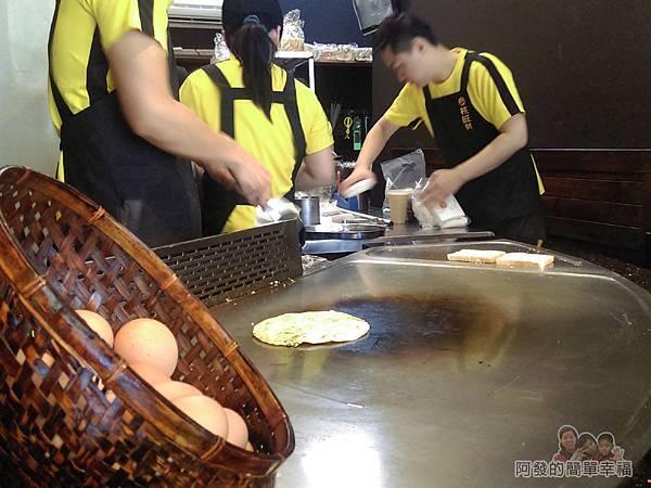 扶旺號鐵板土司03-門口大的台式鐵板燒煎檯